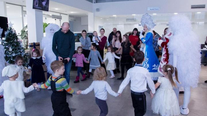 Новогодняя ёлка в «Автоцентре АЛЬФА»: на праздник пришли и сказочные фьёки