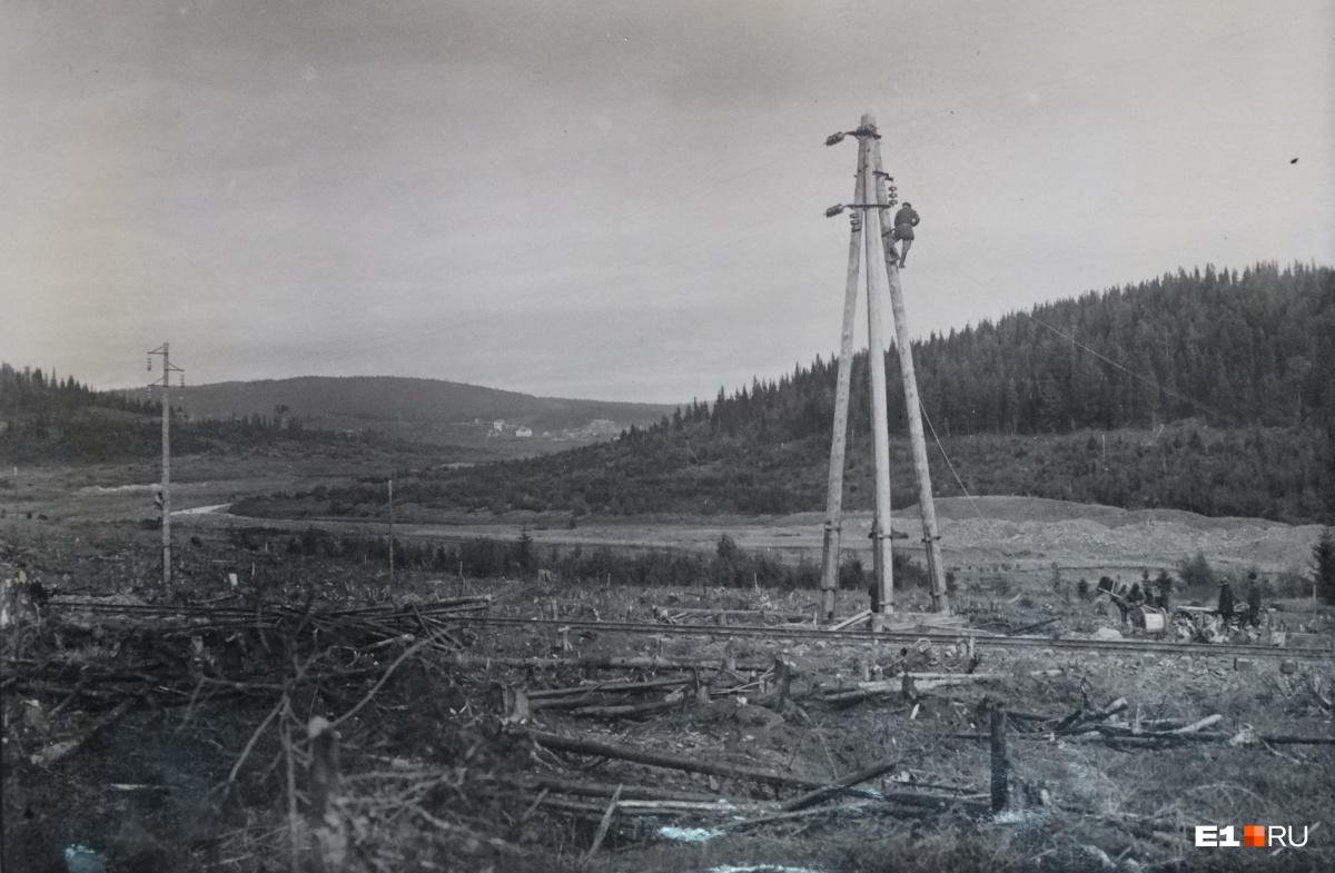 Строительство высоковольтной линии, ведущей с Большого Конного в Свердловск, который остро нуждался в электроэнергии