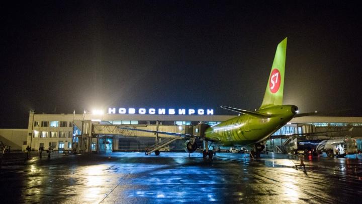 В Новосибирске сели сразу четыре самолёта, летевших в Кемерово
