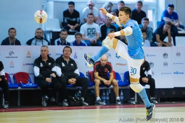 Николай Балашов играет на позиции вратаря