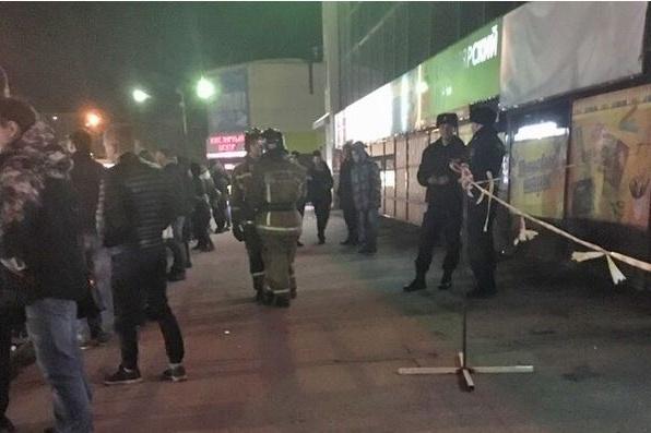 Из-за звонка о бомбе посетителей гриль-бара вывели на улицу