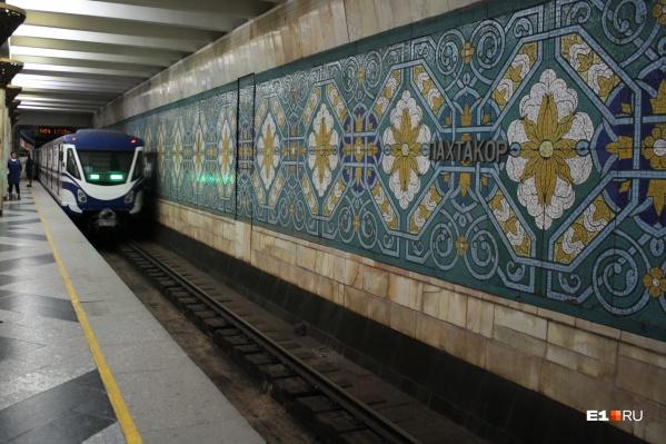 В метро Ташкента не знаешь, чем любоваться — узорами на стенах или новыми электропоездами