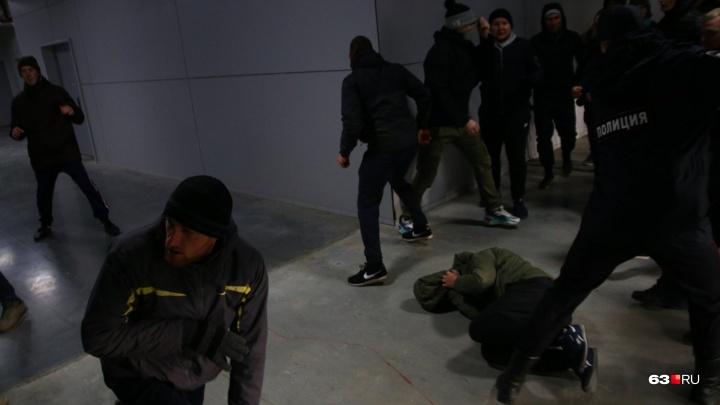 Появилось видео драки болельщиков «Крыльев Советов» и «Рубина»