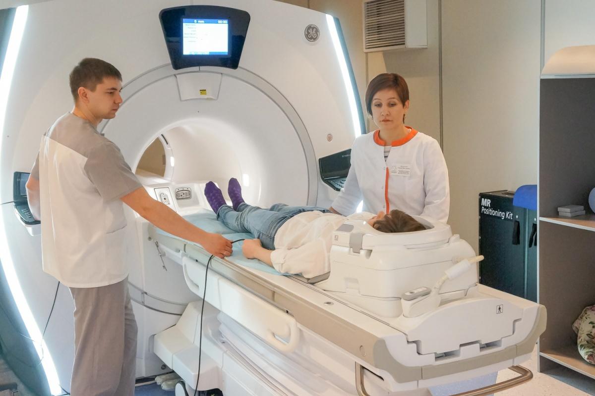 Толщина срезов, которые выполняются на высокопольном томографе, — 1 мм