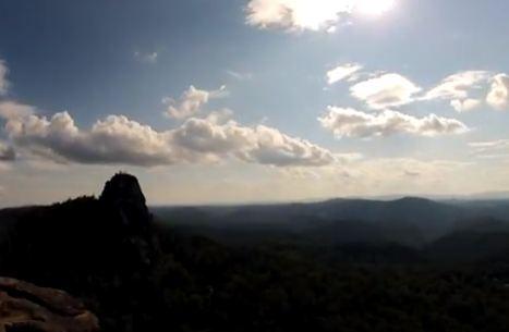 Красноярец несколько часов снимал ролик о красиво плывущих облаках над «Столбами»