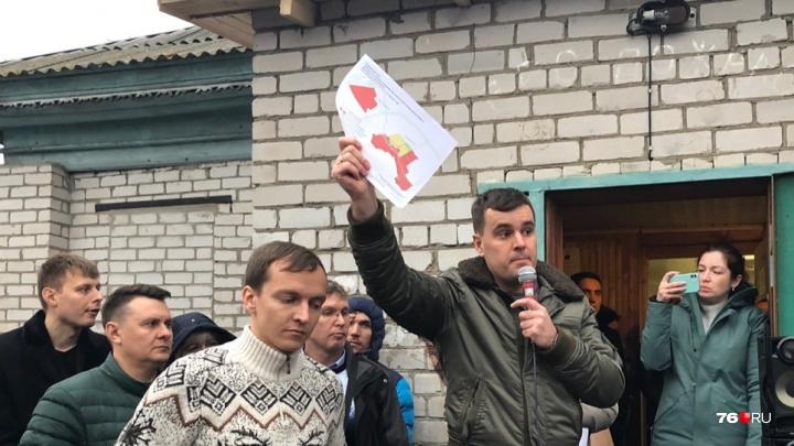 «Покажите свои паспорта!»: на публичных слушаниях о застройке в Заволжском районе разгорелся скандал