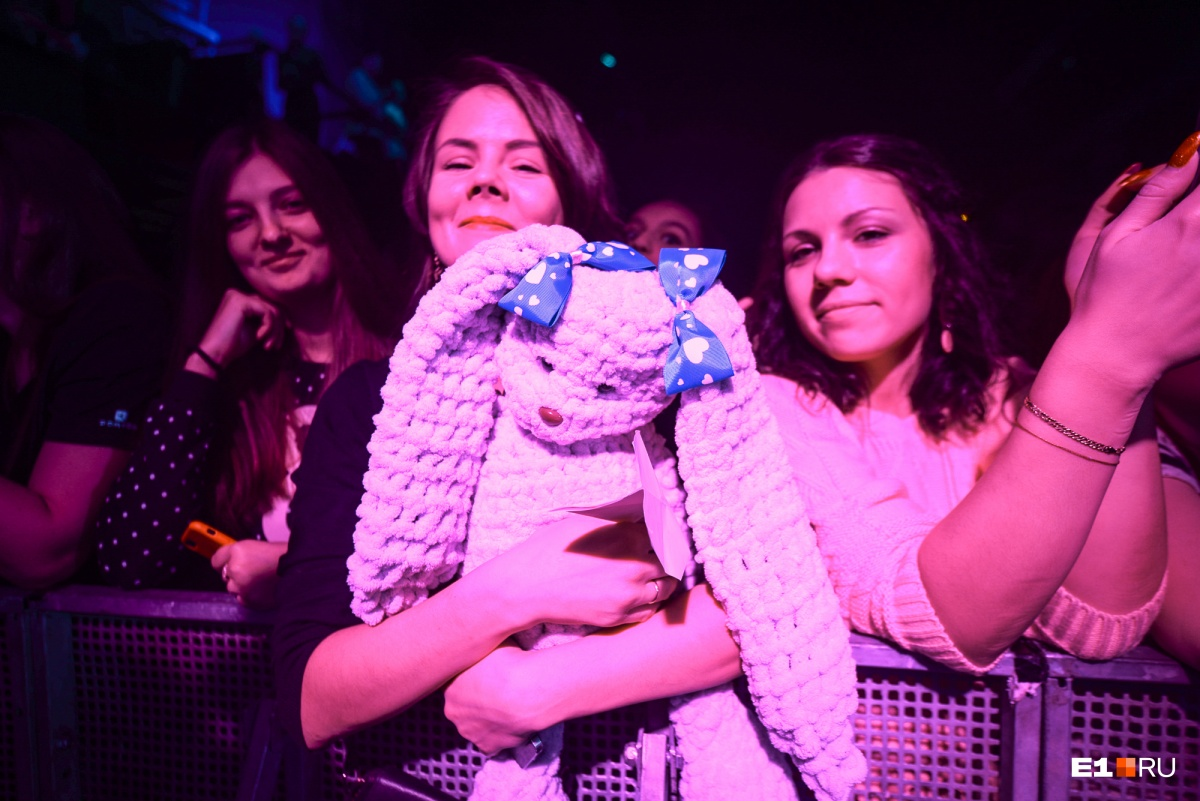 Эта девушка сама сделала для Ольги зайца