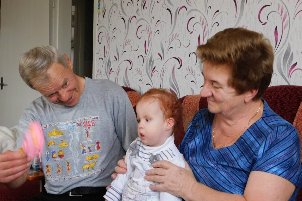Милания живет с бабушкой и дедушкой