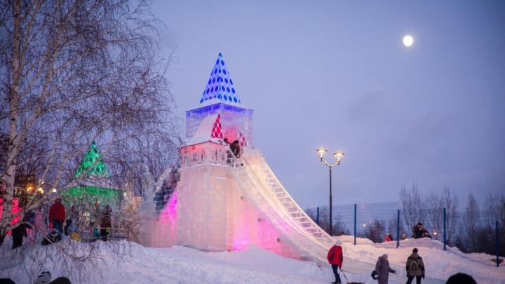 Горки замёрзли: ледовый городок на набережной остановил работу из-за морозов