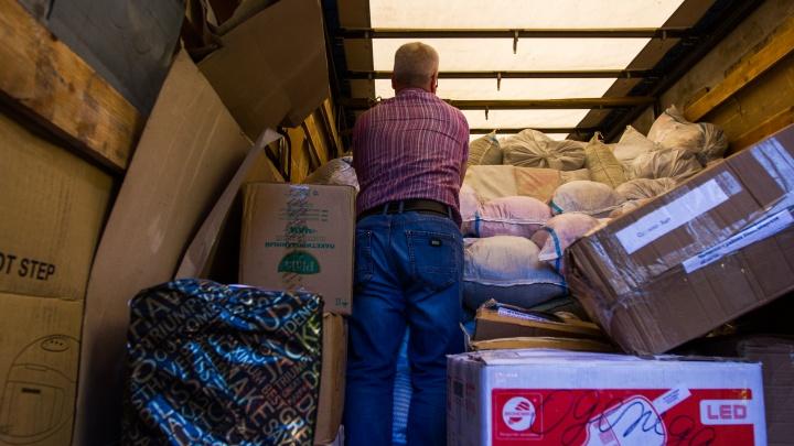 «Все сочувствуют беде»: новосибирцы собрали 5 тонн одежды и еды для пострадавших от потопа
