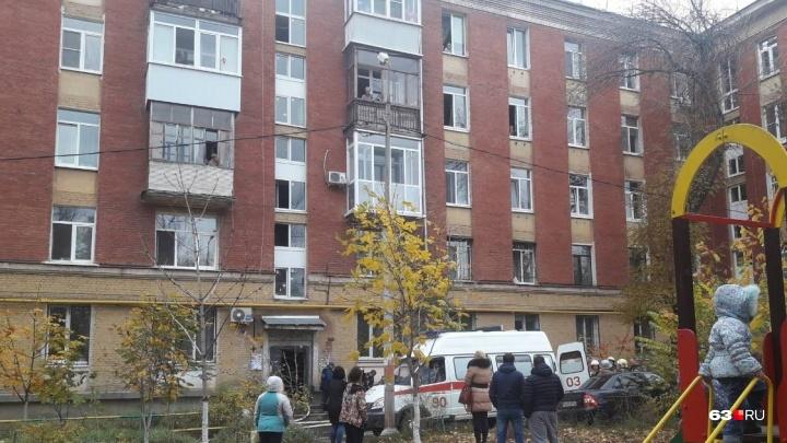 «Дедушку вынесли без сознания»: в доме на улице Физкультурной загорелась квартира