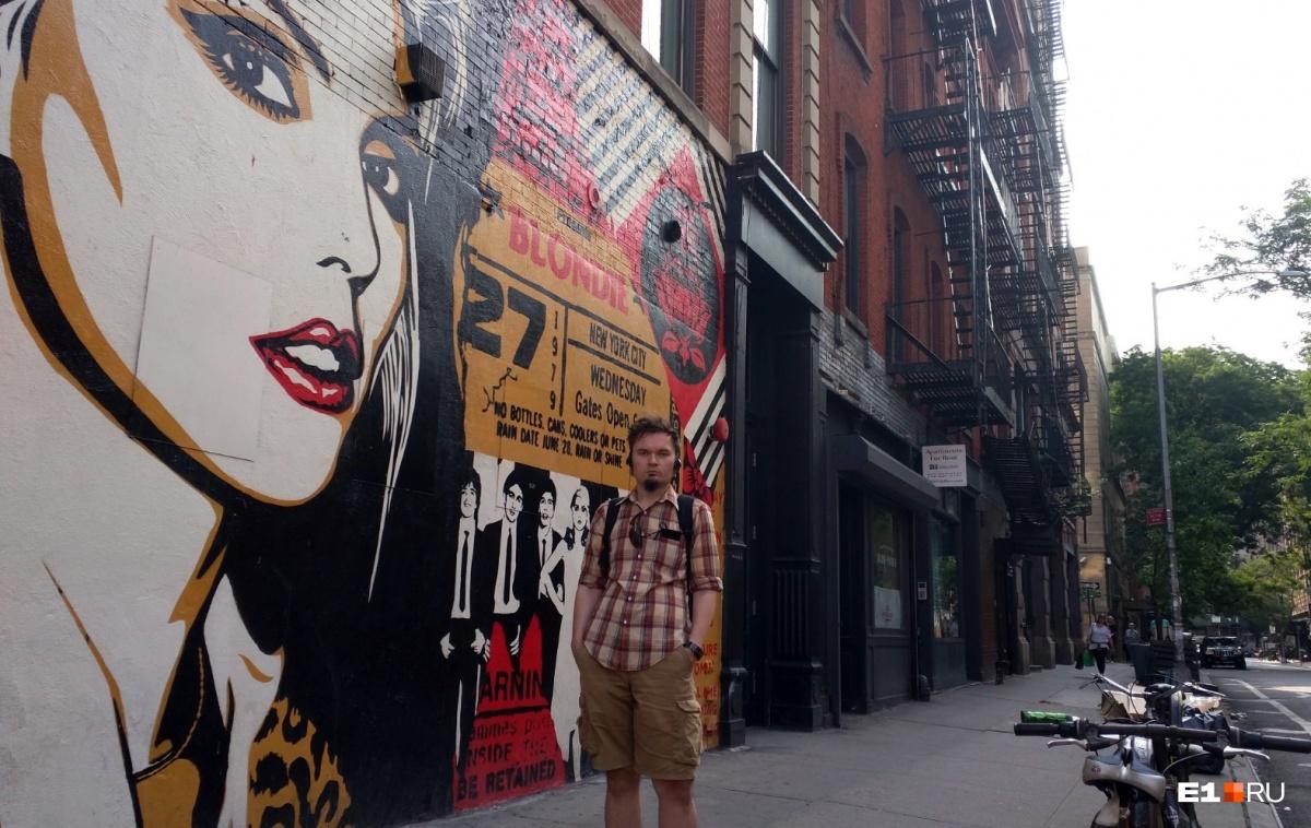 Граффити с Blondie напротив здания, в котором располагался легендарный ночной клуб CBGB