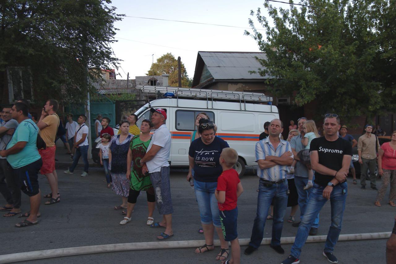 Людей оперативно эвакуировали из горящего дома