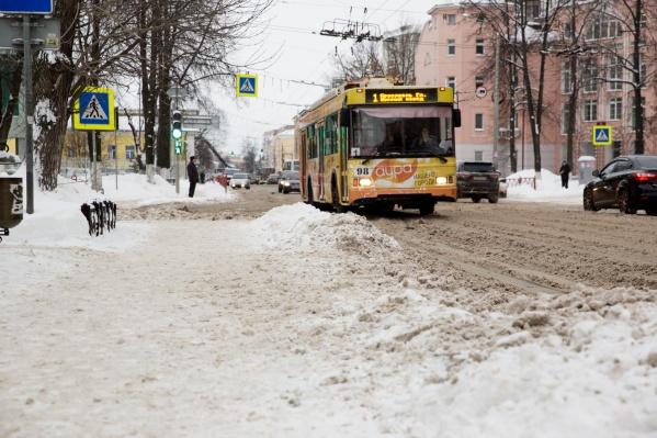 На Советской улице троллейбус сбил мужчину