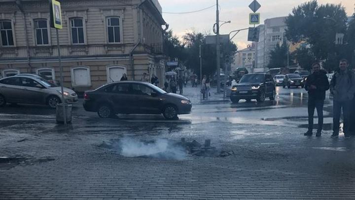 Бдыщ-бдыщ: люк взлетел в воздух у филармонии в Екатеринбурге