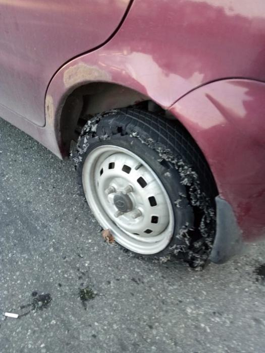 Инспекторам пришлось стрелять по автомобилю