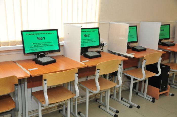 Автошколам придётся утвердить в ГИБДД учебные программы