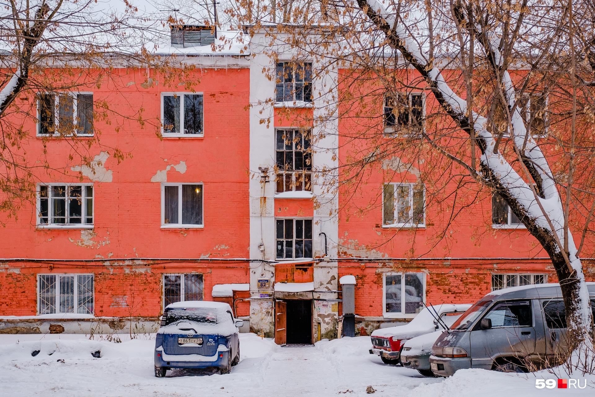 Трехэтажный жилой дом