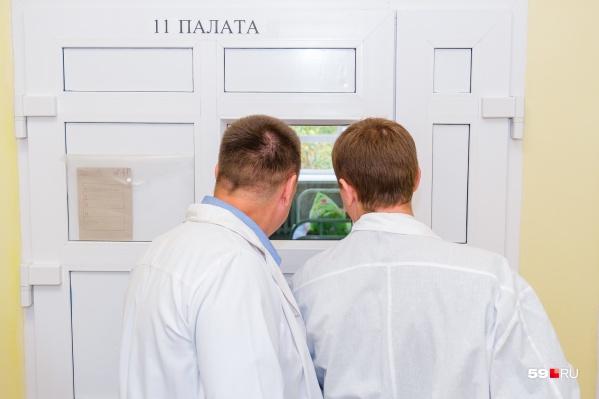 Из некоторых палат постепенно начали переносить койки и переводить пациентов