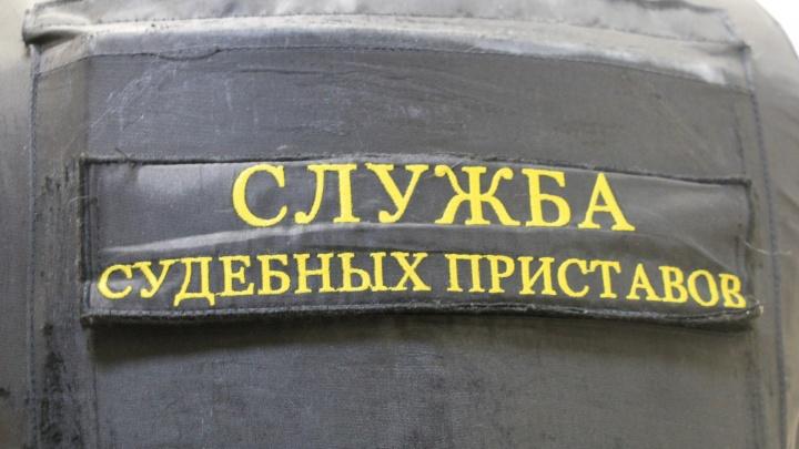 Игры с правосудием: житель Виноградовского района спрятался от внимания приставов за шкаф