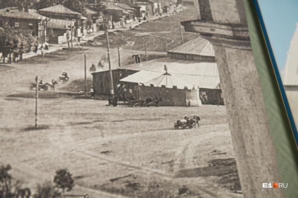 Здание первого цирка на Дровяной площади, 1880 год