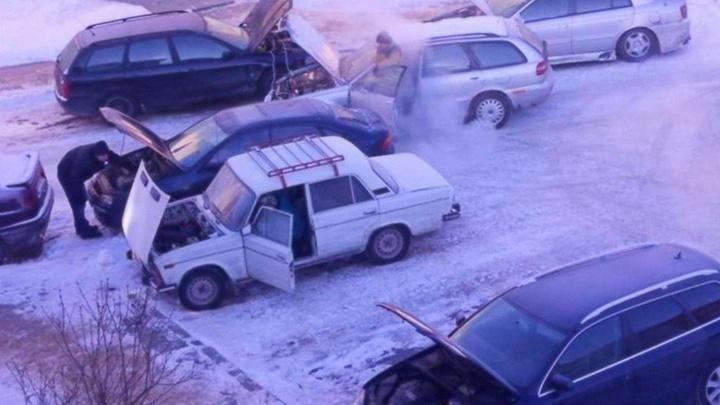 Автомобилисты опять оказались не готовы к морозам
