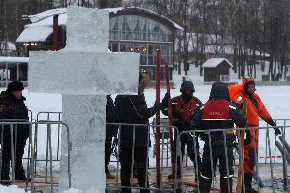 Если лед начнет таять, вход к купелям просто ограничат