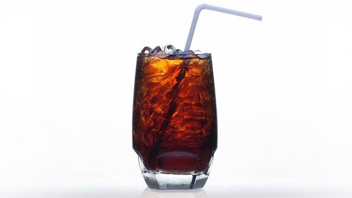 Газировка с заменителем сахара не помогает похудеть