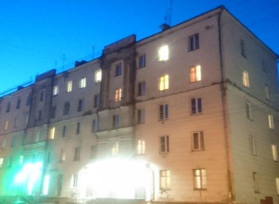 На улицу в мороз: жильцы дома в Челябинске эвакуировались из-за запаха газа