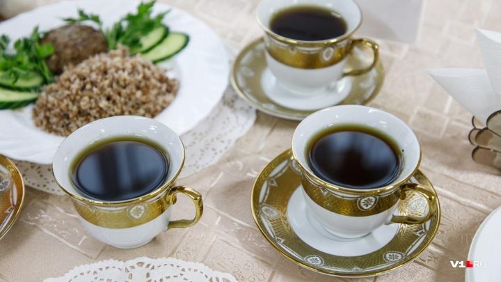 «На чаепития»: волгоградский благотворитель задолжал двадцать восемь миллионов рублей