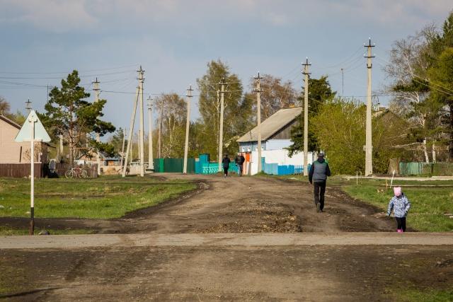 Численность населения в селе за счёт приехавших работать увеличилась, какое-то время на местном рынке недвижимости был настоящий бум