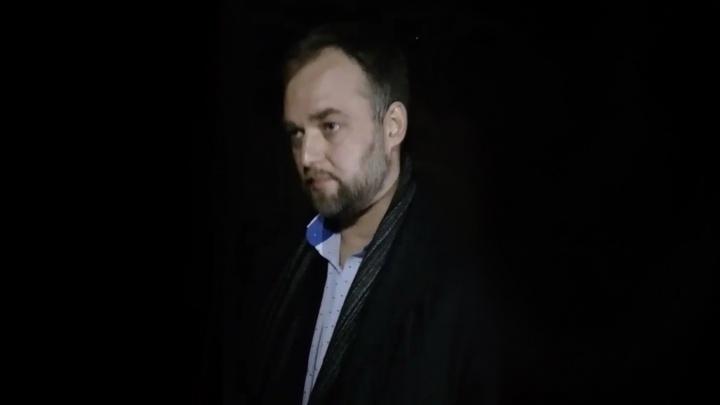 «За мной толпа из 30 человек бежала»: юриста Ивана Волкова оставили на ночь в отделении полиции