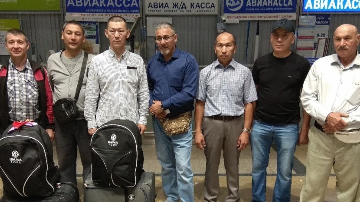 14 омичей-мусульман совершили священное паломничество в Мекку