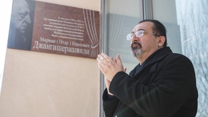 «Подумаю, что сказать труппе»: худрук Молодёжки Владимир Бондаренко стал главным режиссером НЭТа