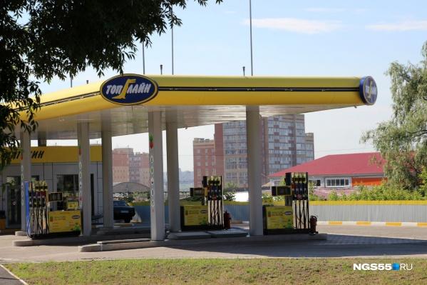 Цены на бензин в Омске выросли на 75 копеек за девять дней