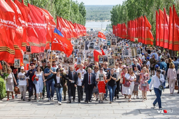 Стартовав в 12:00 от площади Ленина голова колонны уже в 13:00 была на Мамаевом кургане