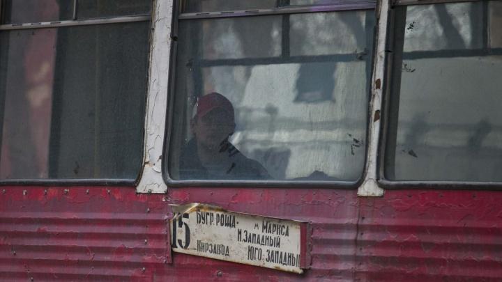 У кондуктора трамвая случился эпилептический приступ — её спас пассажир