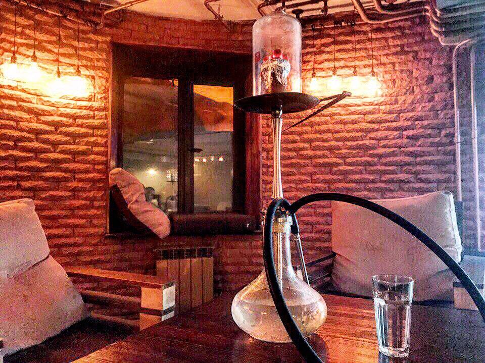 В Тюмени работает более 100 заведений, где предлагают покурить кальян. Некоторые из них находятся в жилых домах, что крайне не нравится местным жителям