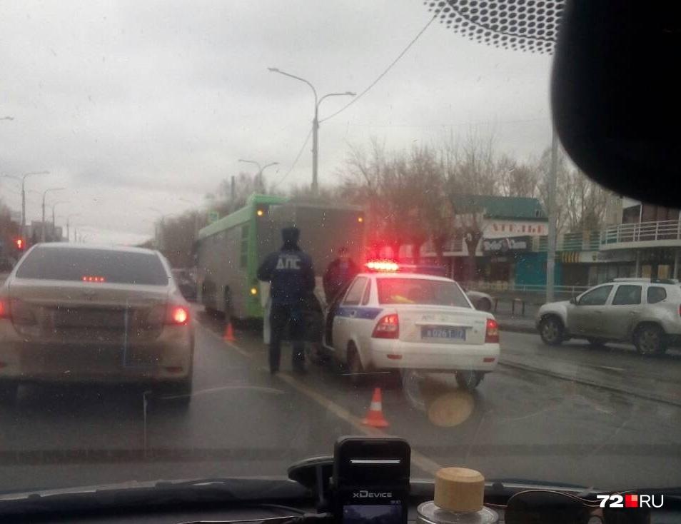 ДТП с участием общественного транспорта случилось на улице Республики