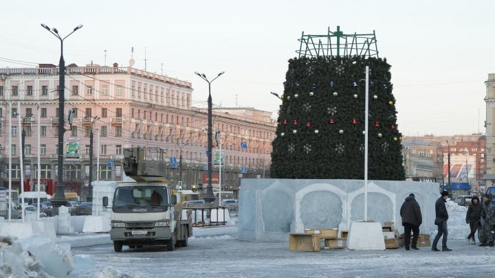Ледовый городок в Челябинске начнут строить, несмотря на ремонт трибун возле памятника Ленину