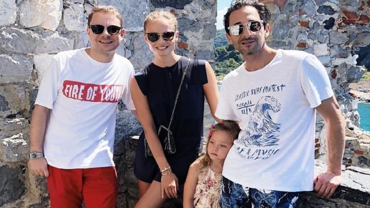 С Эдрианом Броуди и Наташей Поли: DJ Smash отдыхает в Италии после суда