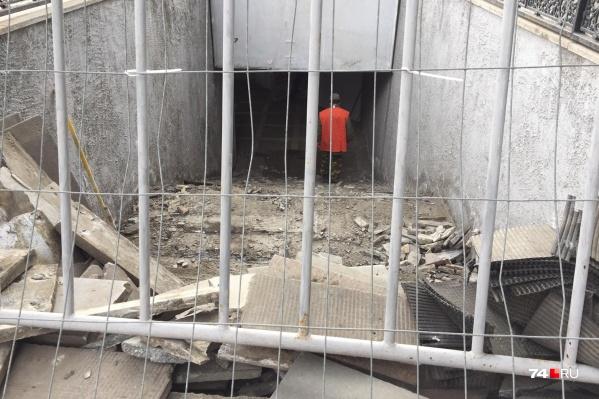 В выходные в подземных переходах в центре Челябинска работали только два человека