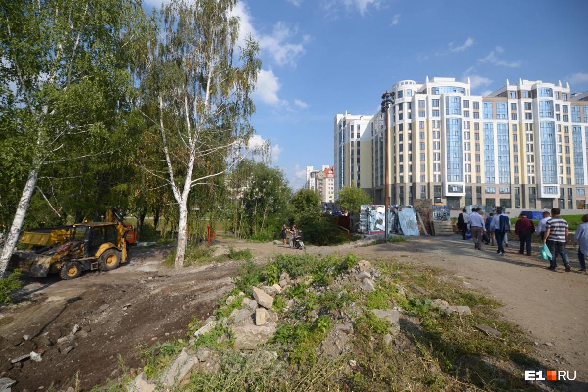 Как и обещали: в День города в Екатеринбурге открыли обновлённую набережную Исети