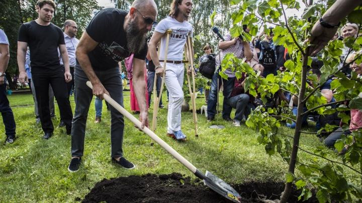 У оперного театра посадили дерево в память об Арнольде Каце