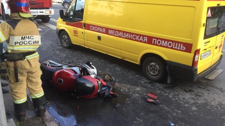 В аварии на перекрестке Профсоюзной и Советской пострадали два человека