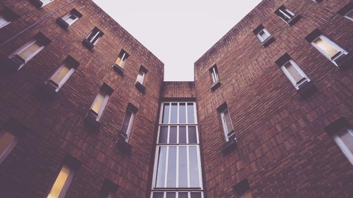 Риелторы рассказали, как продают «зависшие» дома и квартиры