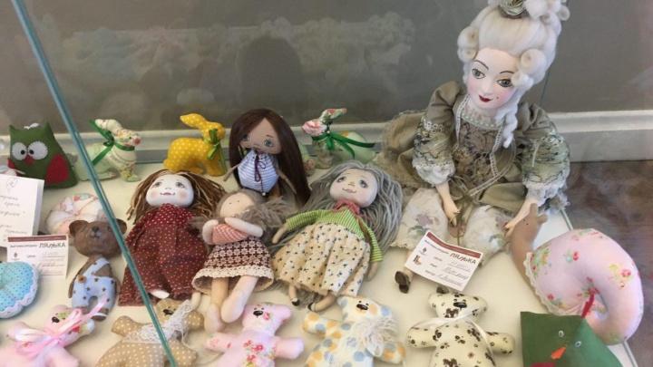 Куклу за 17 тысяч продают на бесплатной выставке хенд-мейд в Доме офицеров