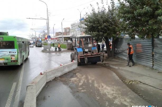 Партизана Железняка перекрывают на ночь для монтажа пешеходного виадука: смотрим схему объезда