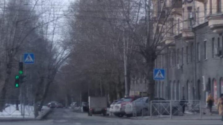 Автоинструктор два месяца воюет за дорожный знак, который исчез с улицы рядом с администрацией