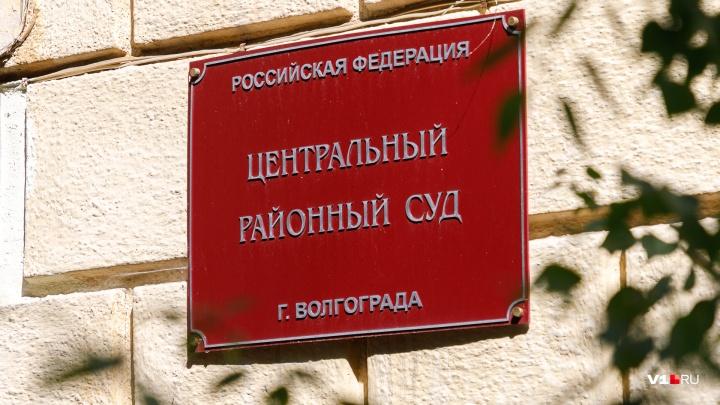«Она полностью отрицает свою вину»: в Волгограде пойманная на взятке налоговик не смогла уйти домой